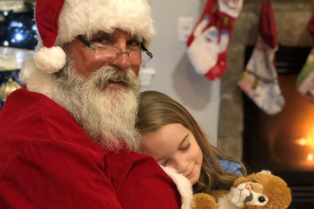 Photos with Santa at Country Roads Family Fun Farm - Stotts City, MO